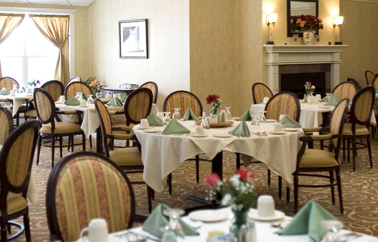Maine Lodge Proper - Dining | Retirement Living Apartments